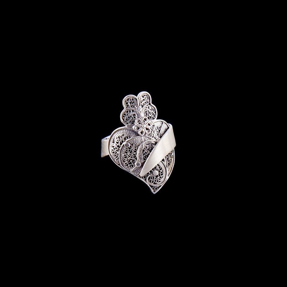 "Ring ""Heart of Viana"" in Portuguese Filigree design."